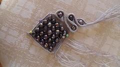 ciondolo con perle in esecuzione (patty macram) Tags: collier macrame collane gioielli manufatti ciondoli accessori margarete macram margaretenspitze