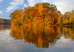 Autumn Foliage (Boris HD) Tags: newyorkcity trees usa lake ny newyork reflection fall water us seasons photograhy suffern harrimanstatepark lakesebago