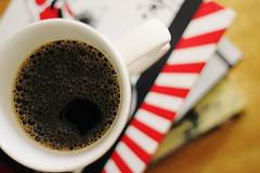 11/365 - Caf (Bruna_Wretzky) Tags: cup coffee caf books livros andrewtaylor harukimurakami kafkaontheshore thebookthief markuszusak ameninaqueroubavalivros kafkaabeiramar omeninoamericano theamericanboy anunpardonablecrime