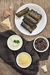 Dolmades, skordalia, tzaziki e olive marinate (Azabel - Kitchen Bloody Kitchen) Tags: food recipe greek vegan olive grecia vegetarian skordalia dolmades tzaziki