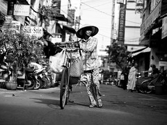 Those who love their vehicles push them, Dien Bien Phu - Ho Chi Minh City (adde adesokan) Tags: street travel people pen photography asia streetphotography documentary olympus vietnam ep3 streetphotographer m43 mft mirrorless microfourthirds theblackstar mirrorlesscamera streettogs addeadesokan
