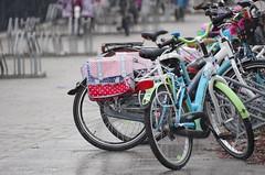 IMGP1044 (Judith S-vdnB) Tags: school somber regen fietsen kleurrijk weer fietsenstalling stalling kinderfietsen