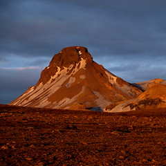 Lomundur vi slsetur (h) Tags: sunset orange mountain snow landscape gold iceland highlands dusk geology rhyolite barren kerlingarfjll 2011 slsetur lomundur