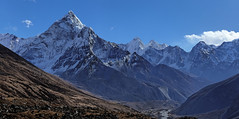 Ama Dablam, panoramic view (Florent Chevalier) Tags: voyage trip travel nepal mountain canon landscape geotagged asia asie himalaya paysage khumbu himalayas himalaia  summits  himalaja sommets   solokhumbu    himalaje    himalja    himalaji himlaj