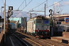 Coils in DTS a Cornigliano testa........ (Maurizio Zanella) Tags: italia trains genova railways coils fs trenitalia treni ferrovie cornigliano e652120