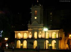 Cabildo - Buenos Aires, Argentina (Claudio.Ar) Tags: street color building history monument topf25 argentina night buenosaires sony historic plazademayo dsc cabildo h9 claudioar claudiomufarrege saariysqualitypictures