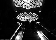 Stairway to heaven / Escalera al cielo (Claudio.Ar) Tags: city people bw topf25 argentina backlight mall shopping buenosaires shadows sony ciudad stairway stores ledzeppelin dsc stairwaytoheaven h9 galeríaspacífico centroculturalborges claudioar claudiomufarrege