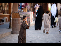 child (Abdulkreem Al-delaigan | ) Tags: portrait apple photography flickr streetphotography  2012 qatar   canonef135mmf2l    souqwagif canon5dmark|| abdulkreemaldelaigan  abdulkreem aldelaigan