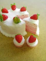 Strawberry Cake and Cupcakes 1-6 (Snowfern) Tags: barbie strawberries pullip blythe 16 miniaturecake strawberrycake yosd strawberrycupcake playscale airdryclay handmademiniature miniaturefoods snowfernclover