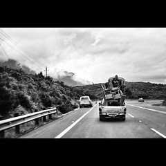 On the road - #133 (Marckovitch) Tags: road blackandwhite bw blancoynegro monochrome car southafrica cool nissan noiretblanc transport move ontheroad unexpected tranquile insolite déménagement canonef50mmf14usm afriquedusud canoneos5dmarkii canoneos5dmark2 silverefexpro2