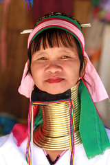 Thalande -  (jmboyer) Tags: voyage travel portrait tourism girl canon thailand photography photo yahoo asia flickr photos femme picture tribal karen thalande longneck planet lonely asie lonelyplanet tribe monde thailandia birma couleur gettyimages tourisme visage nationalgeographic viajar tailand thanaka tribu padong padaung birmanie kayan femmegirafe googleimage go birmania  lurvely ethnie travelshot documentory besttravelphotos canonfrance earthasia giraffewomen imagesgoogle googlephoto jmboyer mujeresdecuellodejirafa tha1190