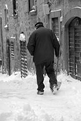 A spalare (Claudia Celli Simi) Tags: snow gelo italia uomo neve inverno freddo viterbo lazio pala ghiaccio innevato spalare febbraio2012