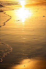 Mouth Beach reflections (loop_oh) Tags: australien australia downunder commonwealth greatoceanroad greatoceanrd bassstrait bass strait victoria bight great ocean rd road splitpointlightstation split point lightstation splitpoint aireys inlet aireysinlet fairhaven mouth beach mouthbeach orange sundown sun sonne
