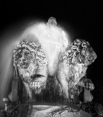 En chair et en marbre (Plaza de Cibeles) (Romain Matte Photography) Tags: madrid blackandwhite bw monument canon french movement spain noiretblanc nb espana lions 5d canon5d mythology hdr cibeles scultpure francais mattei mark2 plazadecibeles blackwhitephotos canon5dmark2 matteiphotography