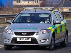 ES Medical - Ford Mondeo Estate Rapid Response Vehicle ( DK10 YGX ) (Mark Hobbs@Chepstow) Tags: uk coastguard wales fire nikon escape blues police ambulance burn copper guns nikkor dslr emergency avon siren baton chepstow arrest bluelight gwent firebrigade tazer firearms lightroom 999 bullhorn firerescue monmouthshire lightbar rotator pcso markhobbs nikond7000 nikond3100 welshambulance a466chepstow markbusa