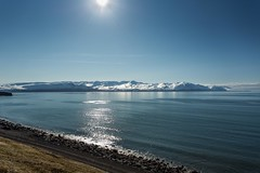 Skjalfandafloi Iceland (Einar Schioth) Tags: sea summer sky sun mountain snow mountains ice nature sunshine canon landscape coast photo iceland outdoor ngc picture shore husavik sland nationalgeographic skjalfandi kinnarfjoll einarschioth