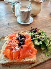 Salmon Sandwich with Chai Tea (Yukkuriko) Tags: food breakfast essen singapore singapur frhstck novena bearbeitet thecluelessgoat