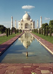 Agra | India (Pola Damonte) Tags: trip travel sea india blanco canon de landscape la landscapes photo asia exterior outdoor south magic pablo taj mahal tajmahal agra ciudad paisaje images unesco east viajes getty marble mundial sagrada pola icono gettyimages mgico iconos mausoleo maravilla shahjahan ensueo humanidad patrimonio sudeste mrmol mumtazmahal asiatico mogol damonte ph370 colorphotoaward   mygearandme mygearandmepremium mogola flickrstruereflection1 flickrstruereflection2 flickrstruereflection3 flickrstruereflection4 flickrstruereflection5 flickrstruereflection6 flickrstruereflection7 flickrstruereflectionexcellence