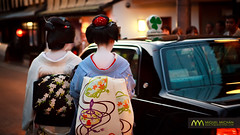 Maiko & Geiko taxi : Kyoto, Japan / Japn (Lost in Japan, by Miguel Michn) Tags: travel japan kyoto explore viajes maiko geiko geisha   kimono gion kioto  japn okiya     explored  miyakoodori gionkobu