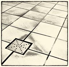 pool hotel sonyericsson piscina explore smartphone tiles... (Photo: zecaruso on Flickr)