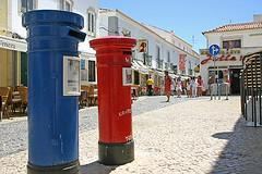 red and blue I (Dieter Drescher) Tags: wchter sentinel briefkasten mailbox letterbox zwei 2 two stadt town lagos algarve portugal strase street sonne sun sonnenlicht sunlight rot red blau blue dieterdrescher