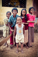Children Of India (thedot_ru) Tags: travel boy portrait india girl kids children geotagged canon20d group 2006