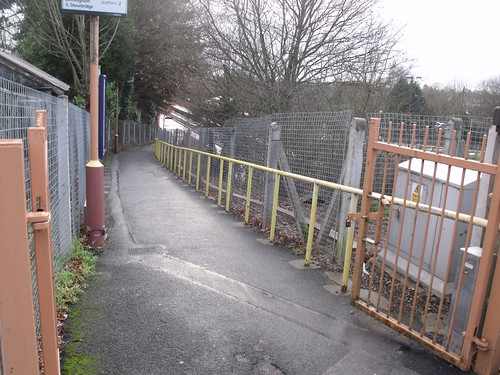 Yardley Wood Station - Highfield Road - Hall Green / Yardley Wood - ramp path