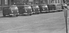 Rij VW T1 bussen, Maagdenhuis Amsterdam 1969 (Tuuur) Tags: 1969 amsterdam vw t1 rij bussen maagdenhuis tuuur