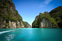 Ko Phi Phi Lee (Oscar von Bonsdorff) Tags: world pictures street city travel party tourism beach beautiful canon movie studio thailand hotel town amazing interesting december tour phiphi walk speedboat culture free pic tourist palm snorkling same pro info kata phuket patong information karon cultural photographing phiphiisland thebeach 2010 clearwater xsi leonardodicaprio canonefs1022mmf3545usm mayabay canon1022 daytour thaimaa thavorn canonefs1022 canon1022usm 450d canonefs 1022usm canonef1855 kophiphilee amazingmountains 10223545 amazingcliffs oscarvonbonsdorff 10223545canonefs1022mmf3545usm