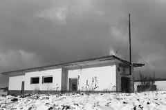 Vogelsang IP Schleiden (schwarzgrauweiss) Tags: schnee winter kodak tmax eifel 100 vogelsang kall truppenbungsplatz abgelaufen schwarzweis wollseifen