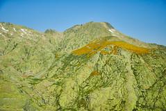 Barreones Peak (II)/Risco de Los Barreones (II) (Modesto Vega) Tags: mountain rock landscape waterfall path fullframe senda d600 glacialcirque sierradegredos circodegredos lagunagrande mountainrefuge nikond600 refugiodemontaa gredosglacialcirque picobarreones barreonespeak