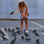 Venice : Lady with pigeons