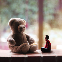 My best friend (Juanfer Penagos) Tags: bear christmas red green love colors yellow friend teddy bokeh inspired gifts teddybear pijama day126 boywonder juanferpenagos printgiveawaysoon