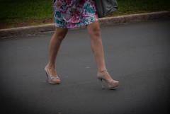 5746tw (Chico Ser Tao) Tags: street woman sexy walking women legs mulher feminism pernas rua mulheres voyer genre feminismo saltoalto voyerismo gnero