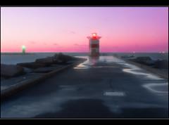Storm tide at Scheveningen - DSC00144 (Andr Scherpenberg-Dedsharp Photography) Tags: longexposure sea lighthouse storm pier waves scheveningen nederland noordzee zee northsea pinksky golven 25secs sal18250dt
