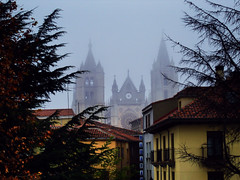 LEÓN.- La catedral con neblina. (Bernardo del Palacio) Tags: santiago reflection reflections photographer screensaver quality catedral ciudad leon santiagodecompostela reflejo excellent awards reflexions soe reflejos reflects rosepetal smörgåsbord naturesfinest dinnerandamovie blueribbonwinner rosetón eow mouseion reflejada digitalcameraclub supershot 5photosaday pulchraleonina flickrsbest topseven golddragon catdral abigfave platinumphoto anawesomeshot colorphotoaward impressedbeauty ultimateshot visiongroup flickrplatinum superbmasterpiece flickraward infinestyle diamondclassphotographer theunforgettablepictures brillianteyejewel adoublefave platinumheartaward betterthangood goldstaraward unlimitedphotos academyofphotographyparadiso thebestpicturegallery rubyphotographer flickrbestpics qualitypixels goldenheartaward 100commentgroup berpala top20travelpix reflejoscatedraldeleón saariysqualitypictures flickrsmasterpieces updatecollection awardreflections luxtop100