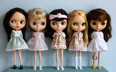 Doing group shots of standing up blythes is hard