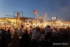Marrakech - Djemaa el Fna (Rolandito.) Tags: blue light food azul lights evening abend twilight dusk stall el morocco hour hora maroc marocco marrakech marrakesh hassan dmmerung marokko nightfall heure bleue blaue fna jemaa stunde lheure djemaa zwielicht