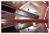 Escalator en duo. (XavierParis) Tags: rouge rojo nikon dubai uae xavier escalators xavi reflets hernandez reflejos iberica escalerasmecanicas d700 xavierhernandez emiratsarabeunis xyber75 xavierhernandeziberica