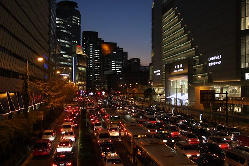 都会の夕暮れ