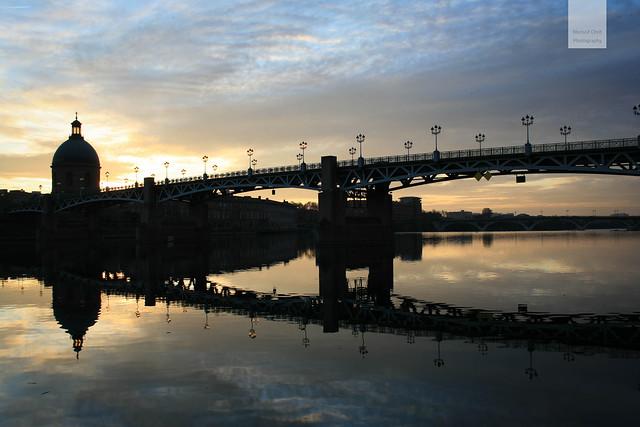 Pont St. Pierre au couché du soleil .