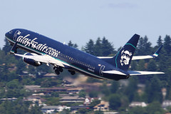 Big Blue Jet (planephotoman) Tags: pdx boeing 737 alaskaairlines portlandinternationalairport pdxaircraft alaskaaircom n548as 737890 partyplane websiteadvertising