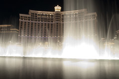 The famous dancing fountains, Bellagio