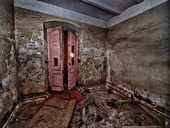 Una habitación sin vistas (Paco CT) Tags: barcelona door abandoned spain construction puerta ruins meetup interior event ruinas inside kdd sitges esp quedada 2012 abandonado vallcarca pacoct
