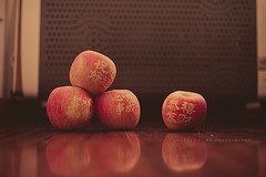 347.365 - Fortune Apple (Charles Wonderland*) Tags: life apple fruit 35mm canon dof bokeh chinesenewyear eat 365 greeting canonef35mmf14lusm 60d
