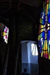 La visita (JC Arranz) Tags: barcelona españa de la arte ciudad gaudí colonia vidrieras cripta güell religión arqutectura