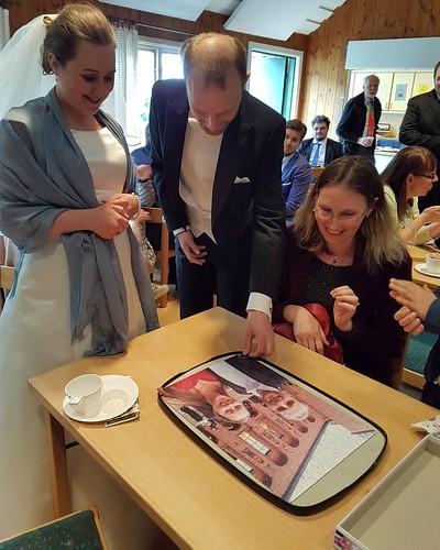 Dagens brudpar Hanna och Holger lägger dom sista bitarna på puzzlet. Tack för en trevlig vigsel!