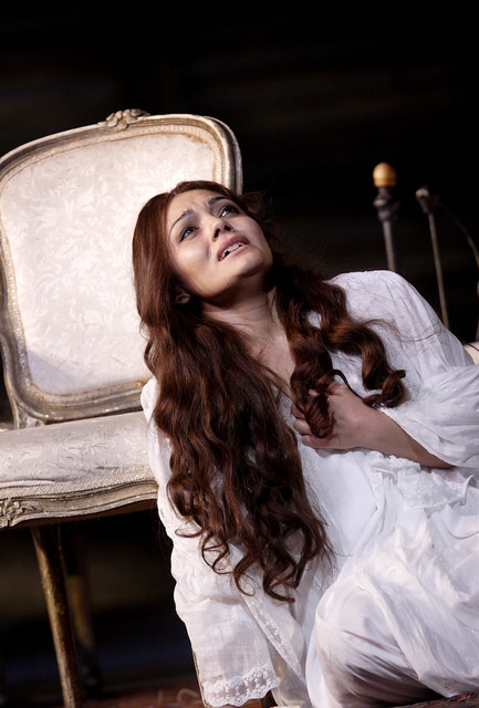 Ailyn Pérez as Violetta in Richard Eye's production of La traviata © Catherine Ashmore/ROH 2011