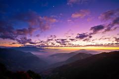 Colors of Dusk  (olvwu | ) Tags: sunset cloud sun moon mist mountain highway dusk taiwan  valley  nantou renai    jungpangwu oliverwu oliverjpwu flickrexplore  nantoucounty  olvwu provincialhighway 225k 14 jungpang renaitownship provincialhighwayno14 provincialhighwayno14a