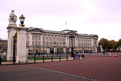 368 -  Buckingham Palace, London, UK - 2011. (John Mac 2011 UK) Tags: westminsterabbey stpauls housesofparliament bigben buckinghampalace maureen themall scona theembankment thedianaprincessofwalesmemorialwalk johnmac fid stjamesroyalpark johnmacslondon2011